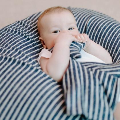 Aden+Anais® Svilnato mehka ninica Snuggle Knit Navy Stripe
