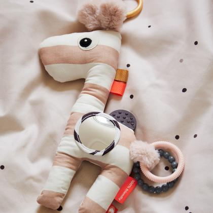 Done by Deer® Aktivnostna igračka žirafica Raffi Powder