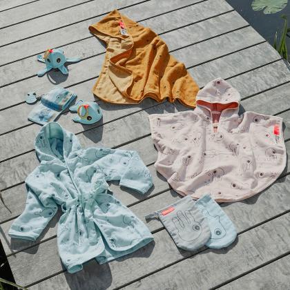 Done by Deer® Otroški kopalni plašček Sea Friends Blue