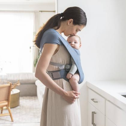 Ergobaby® Mehka nosilka za novorojenčka Embrace Oxford Blue
