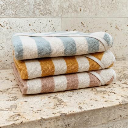 Liewood® Otroška kopalna brisačka Louie Stripe Sea Blue/Sandy