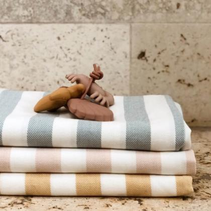 Liewood® Otroška kopalna brisačka Mona Stripe Yellow Mellow/Creme
