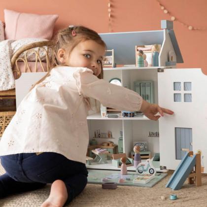 Little Dutch® Lesena hiška za punčke z dodatki