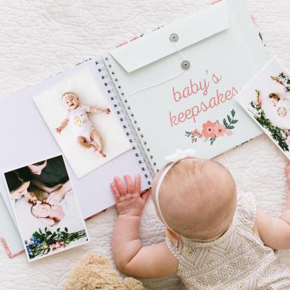 Pearhead® Spominska knjiga in set nalepk za prvo leto Flowers